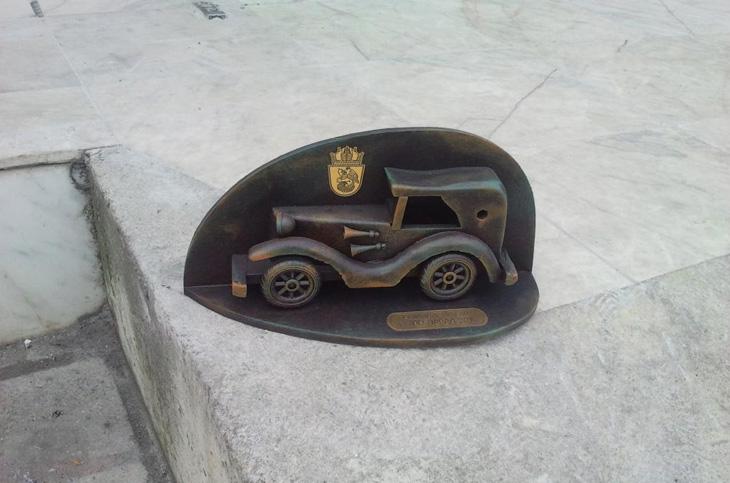 relefi-skulpturi-11-nagrada-retro-parad-burgas-autline